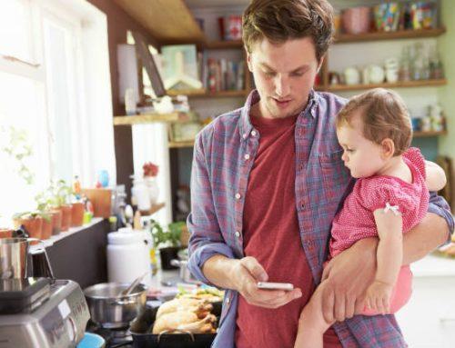 Pais brasileiros passam mais tempo nas redes sociais do que vendo TV