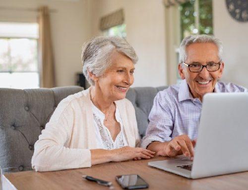 Idosos pesquisam e compram online