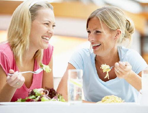 Brasileiros aumentam o consumo de alimentos fora do lar, diz pesquisa