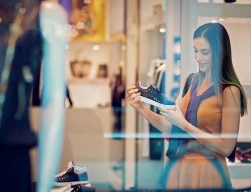Fevereiro registra queda no fluxo de consumidores em lojas